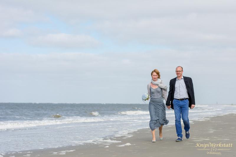 Hochzeitsfotos Spiekeroog - Strandspaziergang