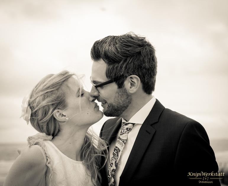 Hochzeit Spiekeroog - Hochzeitsfoto - Kuss - Brautpaar