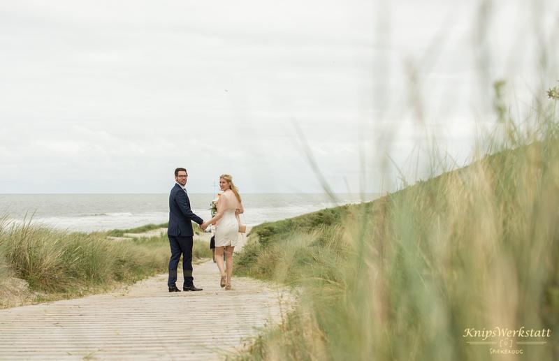 Hochzeit Spiekeroog - Hochzeitsfoto - Strandabgang