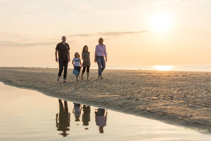 Fotograf Spiekeroog - Familienfotoshooting - Strandspaziergang - Gegenlicht