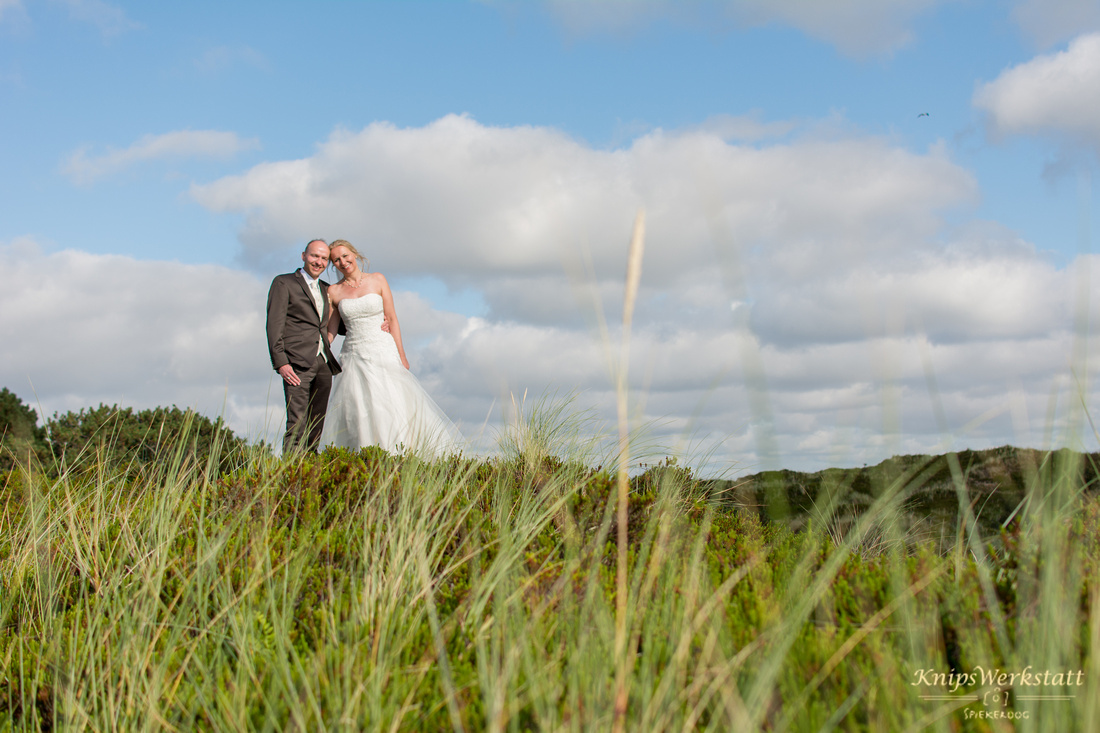 Brautpaar_Hochzeit_Spiekeroog_Hochzeitsfoto_Dünen