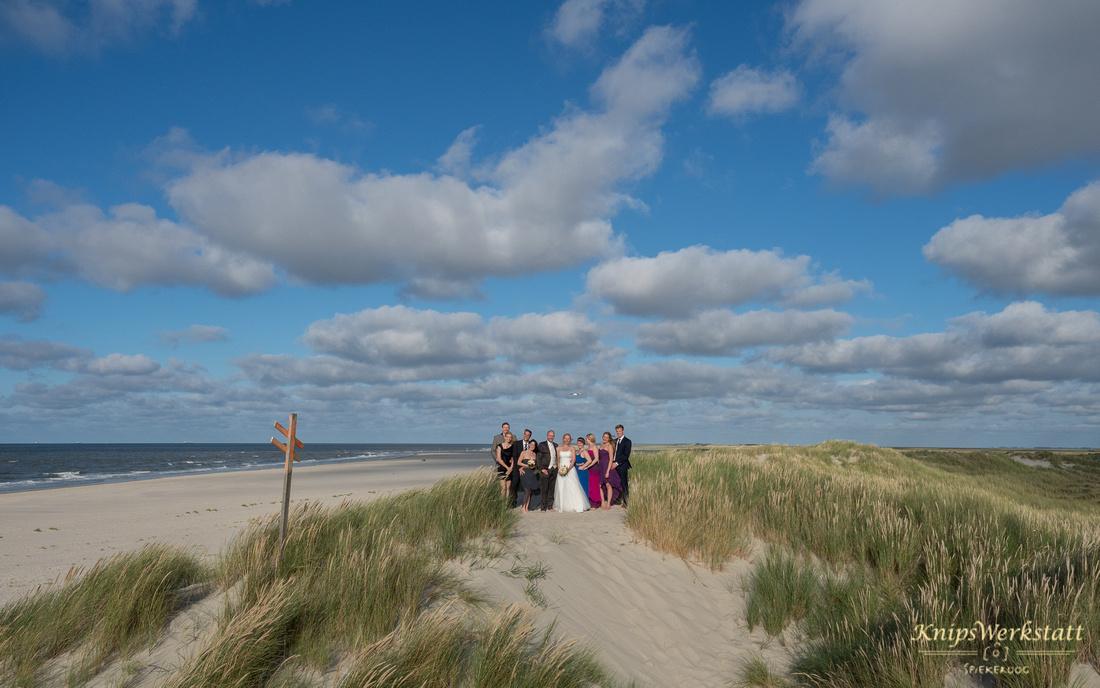 Hochzeit_Spiekeroog_Hochzeitsfotos_Meer_Strand_Dünen_Gruppenfoto