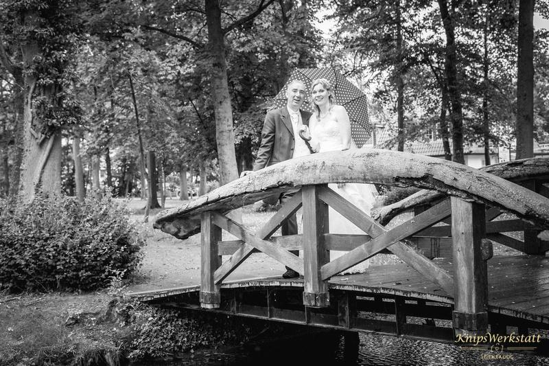Hochzeit Neuharlingersiel - Brücke im Park