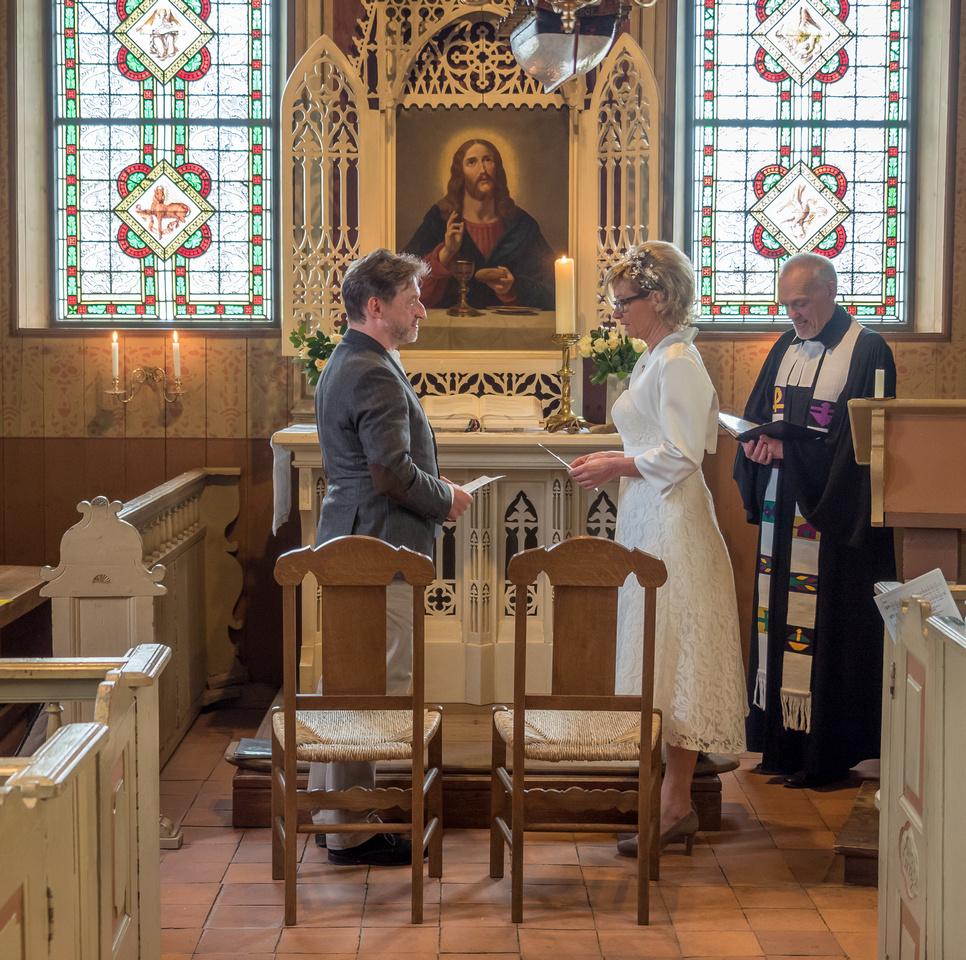 Hochzeit_Alte_Inselkirche_Spiekeroog_Brautpaar