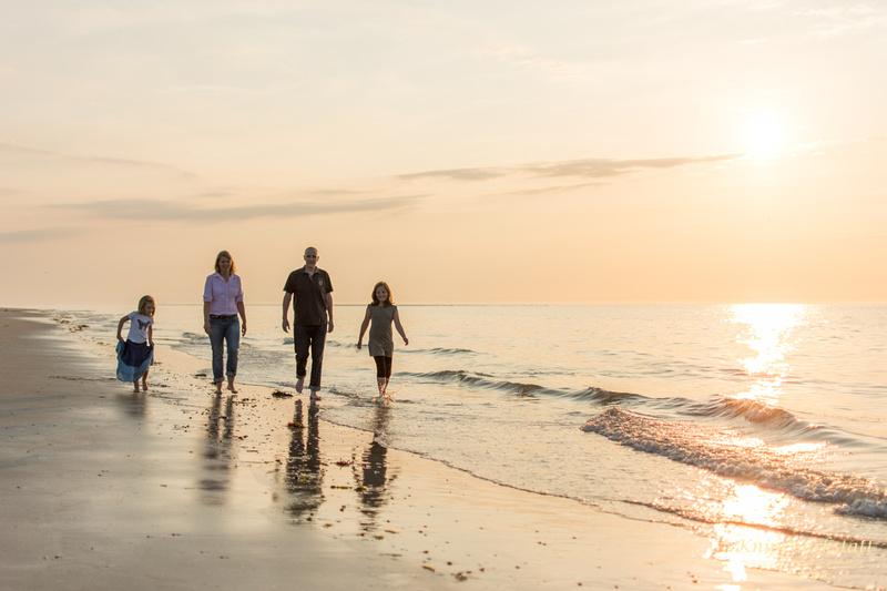 Fotograf Spiekeroog - Familienfotoshooting - Spaziergang am Meer