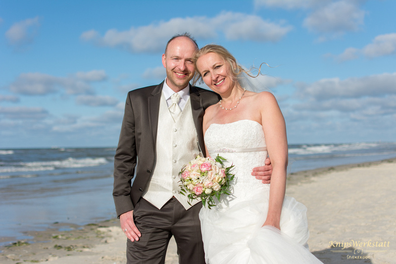 Brautpaar_am_Strand_Spiekeroog_Meer